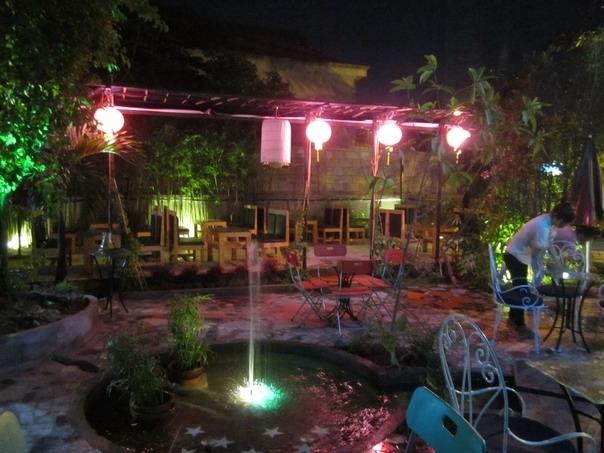 lựa chọn đèn trang trí quán cafe sân vườn